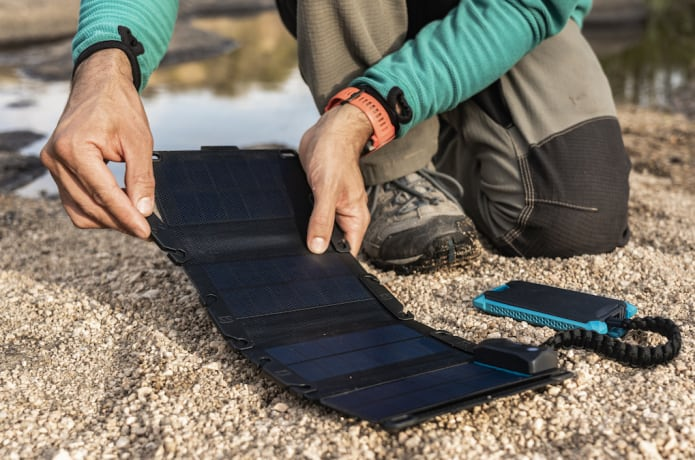 Frost Summits-A waterproof Smart Solar Charger & Power Bank That Works in temperatures as low as -58°F