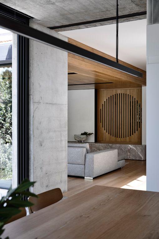 Malvern Garden House That Keeps Balanced Between Vintage VS Modern Architecture